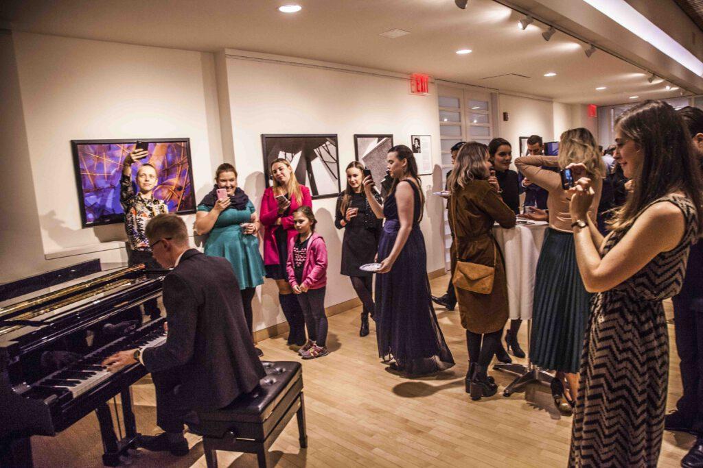 Na živé kulturní akce si České centrum New York musí ještě počkat.